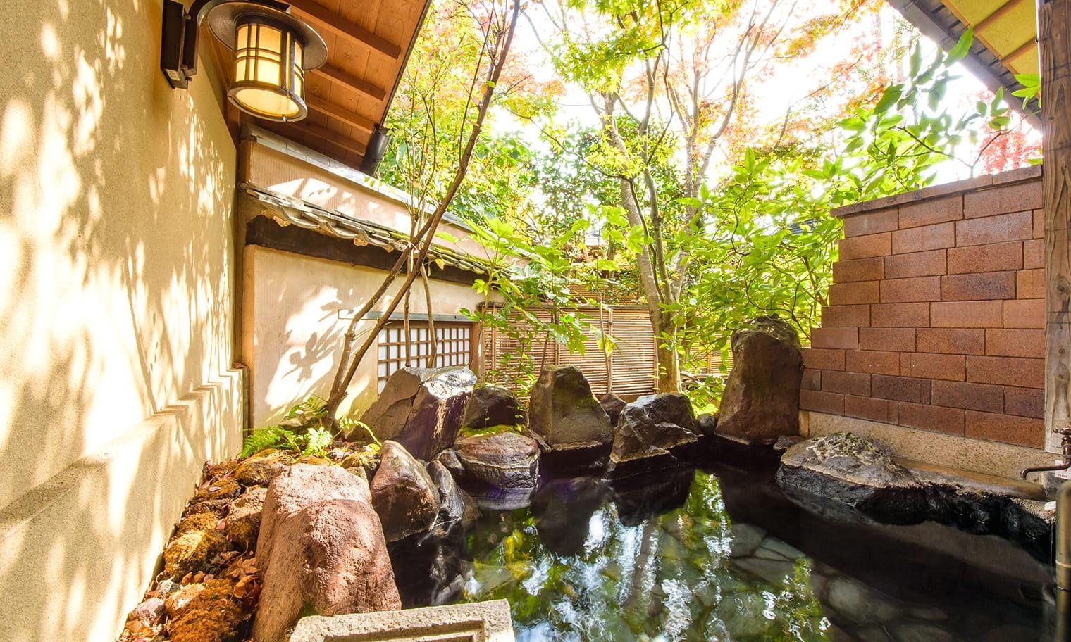草庵秋桜 離れ特別室 温泉露天風呂イメージ